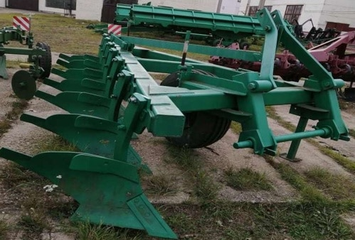 """Seven-hull mounted plow """"PNP 7-40"""""""