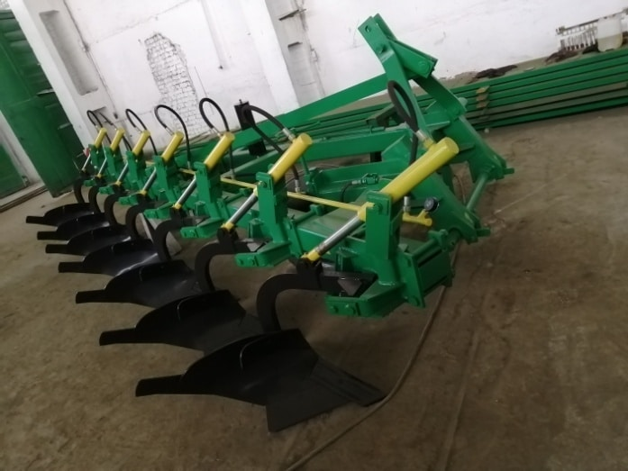 """Seven-hull mounted plow """"PGP 7-40-3"""""""