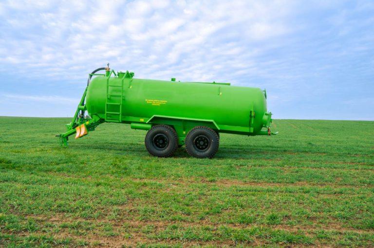 "Machine for applying liquid organic fertilizers ""MVZHU-11"""