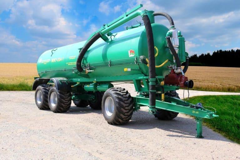 Machine for applying liquid organic fertilizers MZHU-20A (three-axle) without pumps