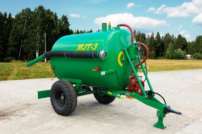 Machine for applying liquid organic fertilizers MZHT-3 with inner surface treatment