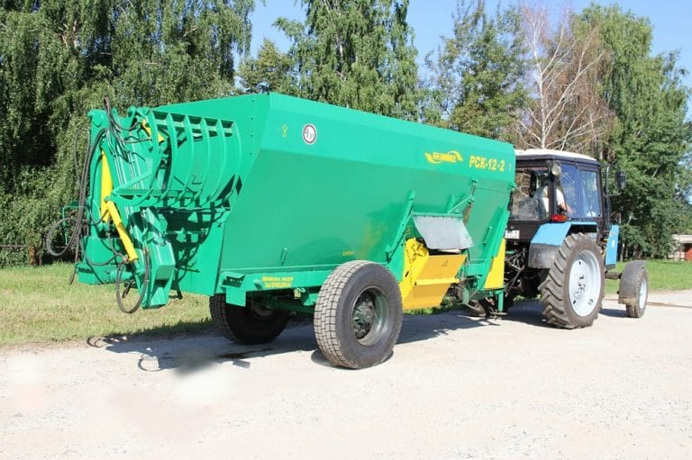 Feed dispenser RSK-12-3 with a grab loader