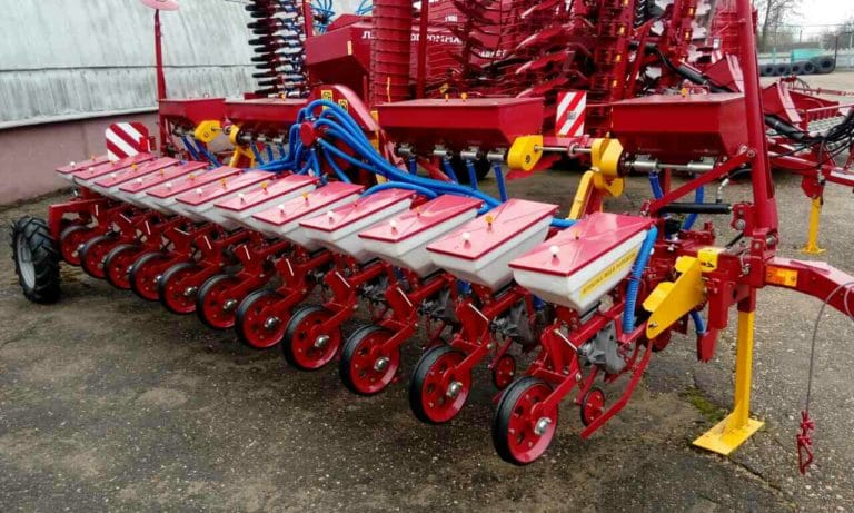 Seeder CTV12U (12 sowing sections, equipment for fertilizing) class tra-ra 2.0